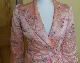 Sale - 1930s 1940s peach quilted bedjacket with oriental floral pattern puff sleeves