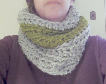 PATTERN C-026 / CHEROKEE Cowl .. super chunky yarn / 100 yards