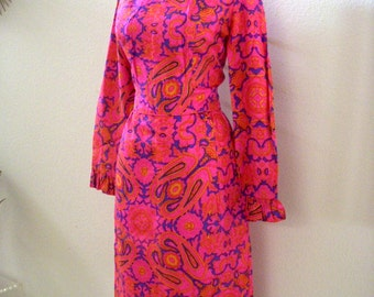 Vintage Early 60s Dress by Sue Brett - Hot Pink Paisley MOD Sheath Dress w Metal Zipper - Long Sleeve Pink Day Dress - Size Small to Medium