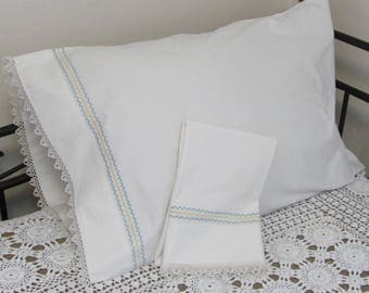 Vintage Penny's Penco Embroidered and Tatted Cotton Pillowcase Set Pair