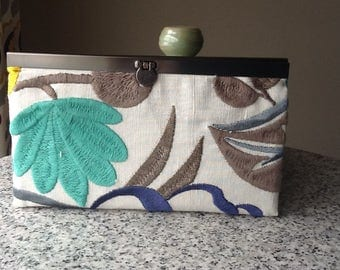 Frame Edge Bar Strip Clasp Slim Wallet Beige Bold Blue Floral Embroidered Clear ID Sleevei