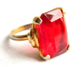 Vintage Vogue Gold Ruby Red Solitaire Cocktail Ring - 12 Carats Emerald Cut Glass - July Birthstone - Adjustable - Hollywood Statement