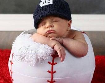 Newborn baby Detroit Tigers baseball hat
