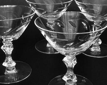 2 Crystal Martini Cocktail Glasses / Martini Glasses Coupe Champagne Glasses Retro Glass Barware