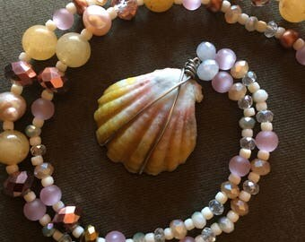 Beaded Hawaiian Sunrise Shell Necklace // peaches and golds