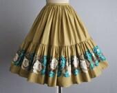 50's Skirt // Vintage 1950's Floral Print Cotton Full Gored Skirt XS S