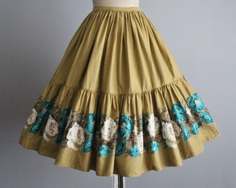 50's Skirt // Vintage 1950's Floral Print Cotton Full Gored Skirt XS S