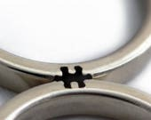 Spezialauftrag für Annie Puzzle-Stück dicken und dünnen Hochzeitsband Set aus 14 k Weißgold