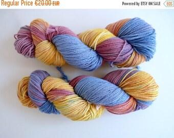 """Hand dyed DK merino wool - Sustainable Australian NewMerino, Oveja y Punto base - Colourway """"Giraluna"""""""