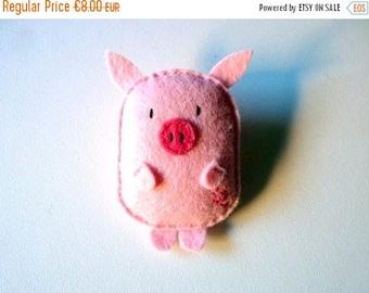 Felt pig brooch, farm animal, fairy tale creature, little doll plush