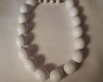 WHITE LUCITE NECKLACE / Choker / Unmarbled / Mid-Century Modern / Art Moderne / Chunky / Rockabilly / Fashionista / Chic / Jewelry Accessory