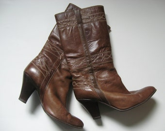 Sassy stitched olive brown 70s vintage leather boots wood stacked heel SZ 38/7 made in Venezuela