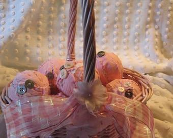 Vintage Pink Cutter Quilt Rag Balls in an Older Pink Wicker Basket/// Pink Rag Ball Ornaments// Bowl Filler Quilt Balls// Spring Basket