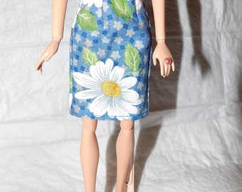 Fashion Doll Coordinates - Blue skirt with white & yellow Daisies - es406