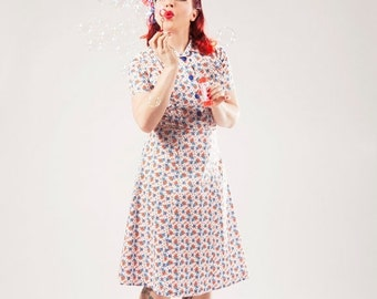 Season sale SALE 40s day dress in white cotton with orange and blue leaves, size US 4 / shirt waist dress / 40s floral dress / lindy hop dre