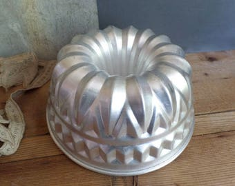 Vintage large french baking mold in aluminium  Kouglof Cake   Decoration