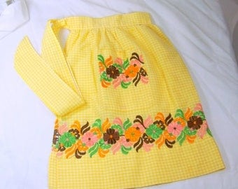 ON SALE Vintage Apron Yellow White Gingham Checked Embroidered Flowers Farm House