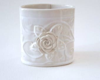 Pencil Holder // Desk Accessory //Ceramic Pencil Holder with Rose Leaves and Vines // Beige and White Pencil Holder for Desk // Pen Holder