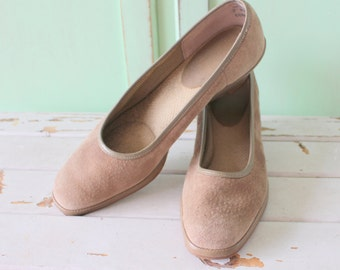 Vintage DESIGNER SUEDE Heels...size 7 women...designer. suede. shoes. pumps. designer vintage. brown leather. classic. mod. 1980s glam