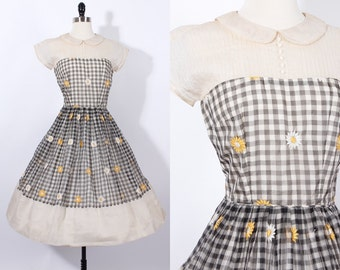 vintage 1950s 50s daisy dress/ daisy flower/ party dress/ peter pan collar/ gingham with daisies