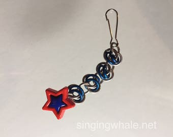 Chainmaille zipper pull with star button
