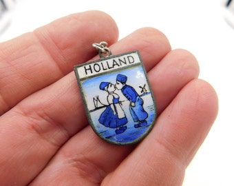 Vintage Blue Enamel Dutch Keychain Souvenir From Holland Kissing Boy and Girl Dr32