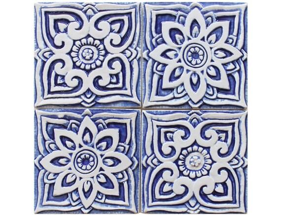 Set von 4 keramische fliesen blau wei en fliesen keramische for Keramische fliesen