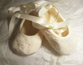 Ava baby girl booties shoes ivory lace cotton footwear feet accessories size 3 months
