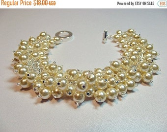 30% OFF SALE thru 2-28 Ivory Cream Pearl Bracelet, Christmas Gift, Mom Sister Aunt Grandmother Girlfriend Bridesmaid Jewelry Gift