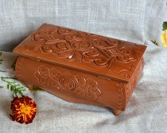 Personalized jewelry box Ring box Wooden box Jewelry boxes Wood carving Monogram box Wedding box Carving wood boxes Wood Wooden boxes B55