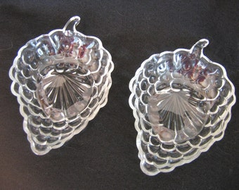Pair of Anchor Hocking Bubble Pattern Leaf Shaped Nappy, Candy, Bon bon or Condiment Dishes