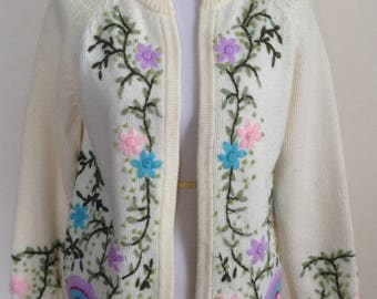 1960's sweater, embroidered floral Cardigan