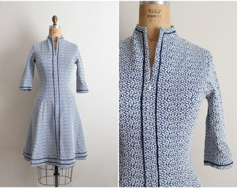 60s White and Blue Mod Dress / Mod mini dress/ Fit & Flare Dress/ 1960s Dress/ Size S/M