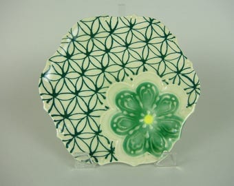 Green Flower Shape Serving Plate / Scallope Edge Platter / Bread Tray / Slip Design