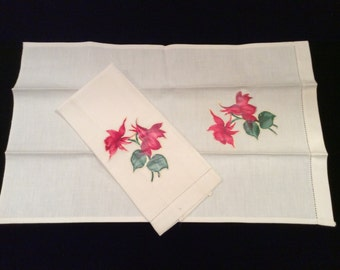 Vintage Ivory Red Flower Appliqued Hand Towels,  Vintage Appliqued Guest Towels, Vintage Linens, Vintage Christmas