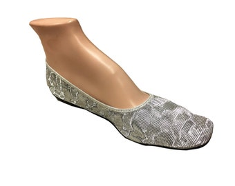 NOS 1960s 6-6.5 Folding Flats Textured Metallic Silver Low Heel Shoes Slippers Vintage