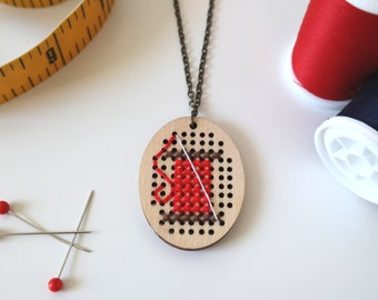 Customized Sewing necklace | Choose your color | Needle and thread