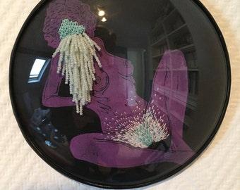 cadre reliquaire bombé vintage linogravure inspiration érotique imprimé sur cuir à l'encre à l'huile et rebrodée , Denise