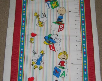 Fabric Growth Chart (Quilted) - Snoopy and the Peanuts Gang