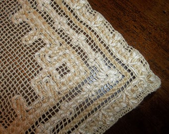 Vintage Homespun LINEN   Table Runner...Needlelace..Net lace..Very Good Condition...