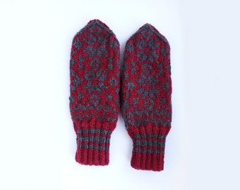 Traditional Norwegian Mitten // Selbu Style in Red and Grey