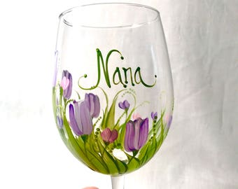 Free shipping Tulips hand painted personalized wine glass for grandma nana mom sister aunt friend cousin bridesmaid grandma sister in law ni
