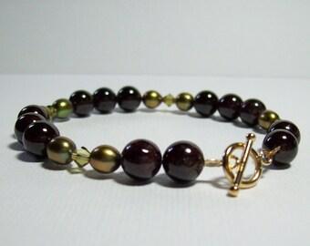 Garnet Bracelet. Garnet and Freshwater Pearls. Garnet and Green. Stone Bracelet. 14K Gold Filled. Classic. Wine. Vineyard.
