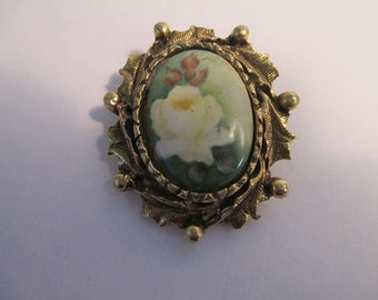 Vintage painted Rose brooch with gold tone holly leaves and berries no markings