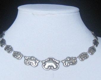 """SALE 1920's Art Nouveau Silver Repousse Graduated Link Choker Necklace.  Probably Nickle Silver.  15-7/8"""" Long."""