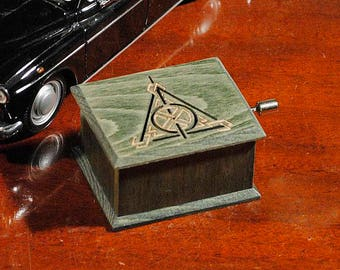 Harry Potter Deathly Hallows music box oil green - soundtrack and design inspired handmade wooden music box