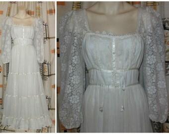 Vintage 1970s Gunne Sax Dress Long Cream Renaissance Medieval Dress Gown Hippie Boho Wedding Dress Maxi Dress Prom Dress Lace Sleeves M