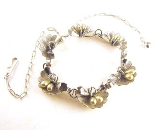 Vintage Necklace Chromed Silver Metals Pearls In Clam Shells Design Very Dimensional