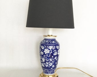 Vintage Wedgewood Lamp Ginger Jar Blue White Porcelain Chinoiserie Floral Gleaming Brass Bowed Footed Base