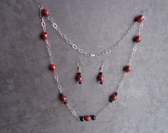 Silver / bead necklace.